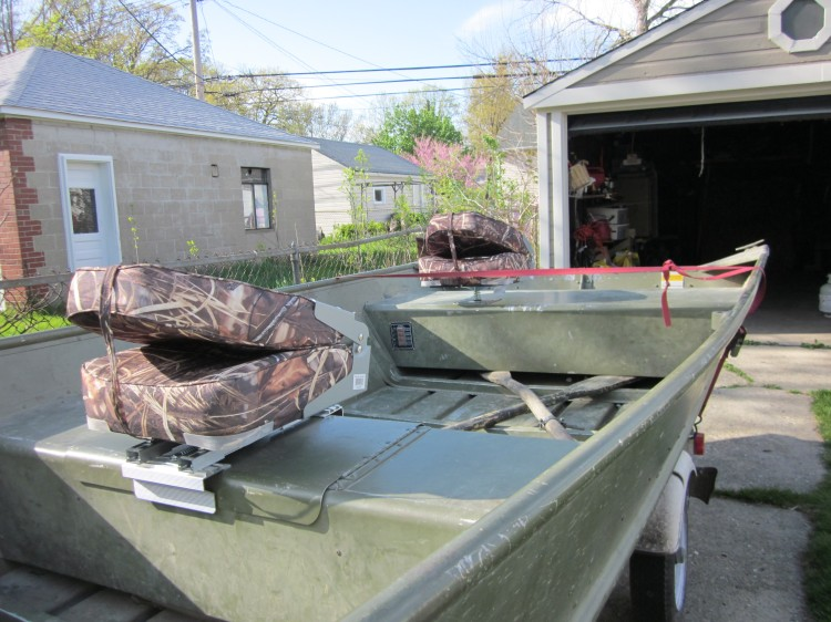 Seats Installed On A Jon Boat Hunt Ducks Hook Fish